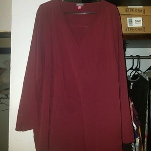 Tops - Pretty v-neck Maroon blouse